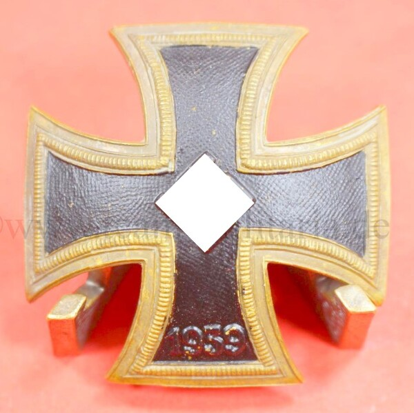 spanisches Eisernes Kreuz 1.Klasse 1939 (curved Version)...